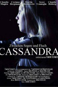 Ein blondes Mädchen ist auf dem Filmplakat des Kurzfilms Cassandra zu sehen