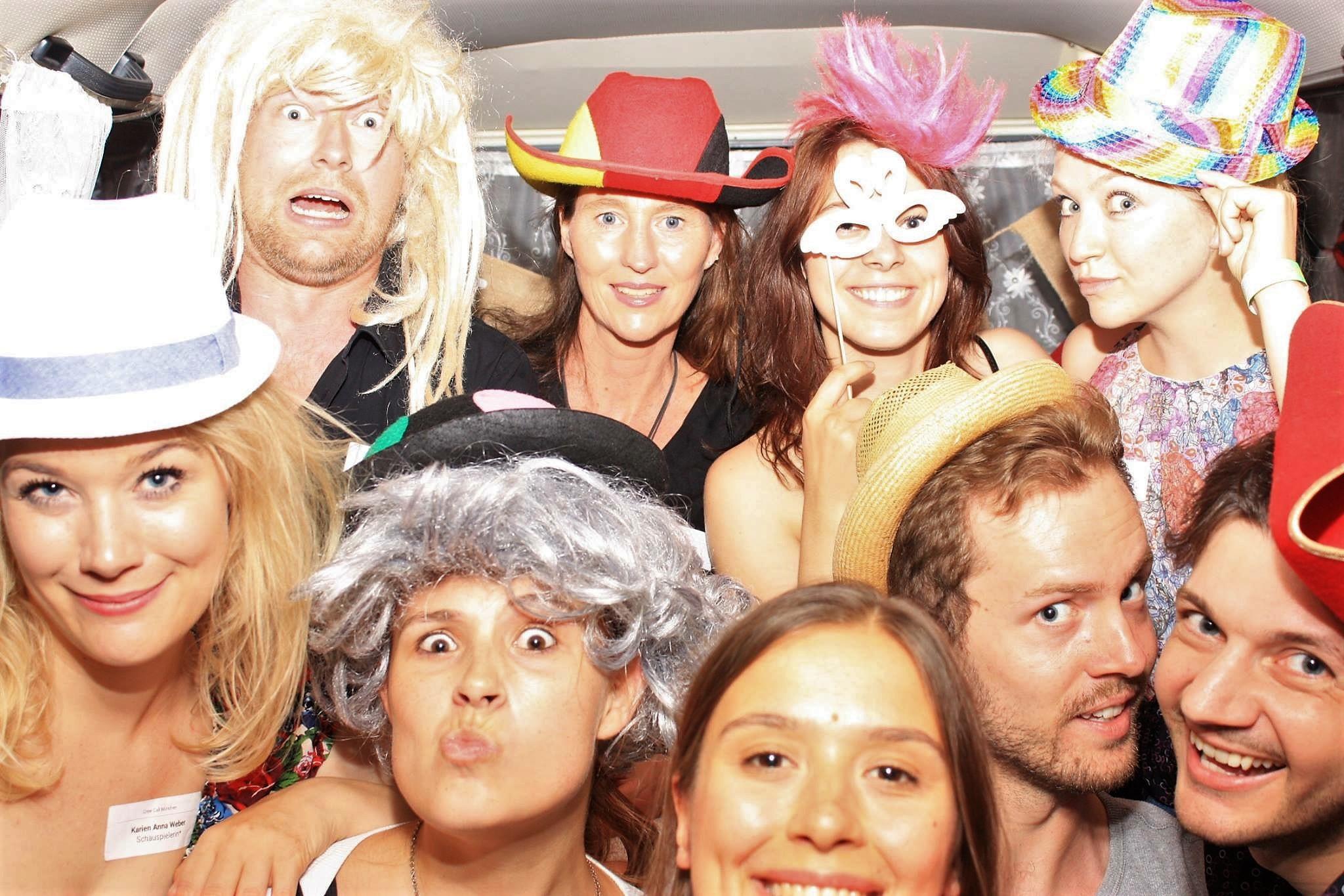 Crew Call 2017_alle in einem Bus: Hubertus Geller, Corinna Bergmann, Nadine Scheidecker, Alexandra Schiller, Dominik Balkow, Jan-Urs Hartmann u.a.