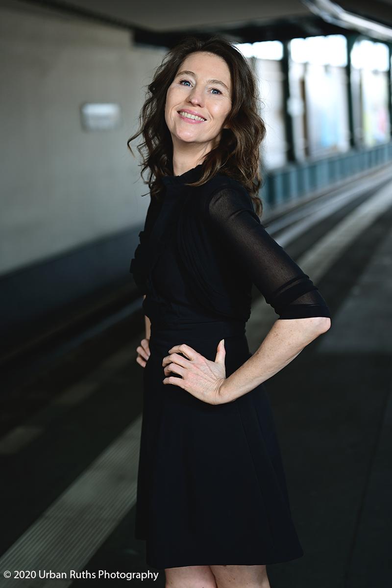 Corinna Bergmann an den Gleisen