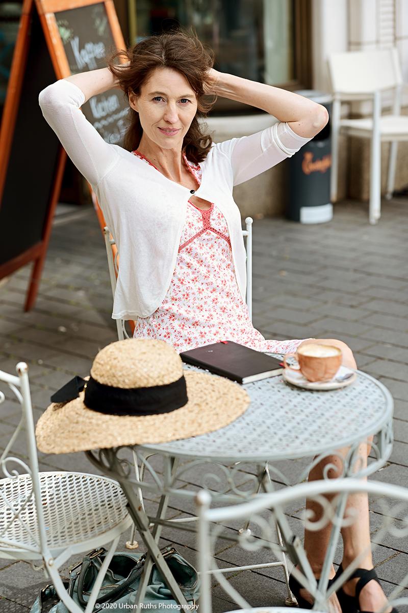 Corinna Bergmann im Café am Potsdamer Platz
